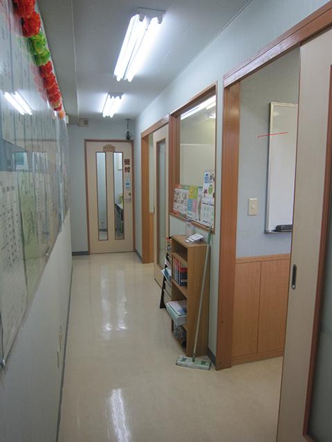 room003